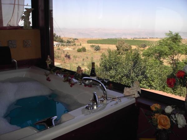 צימרים קוצ´ה בכפר - אירוח וספא בוטיק - לחופשה מרעננת ברמת הגולן והכנרת